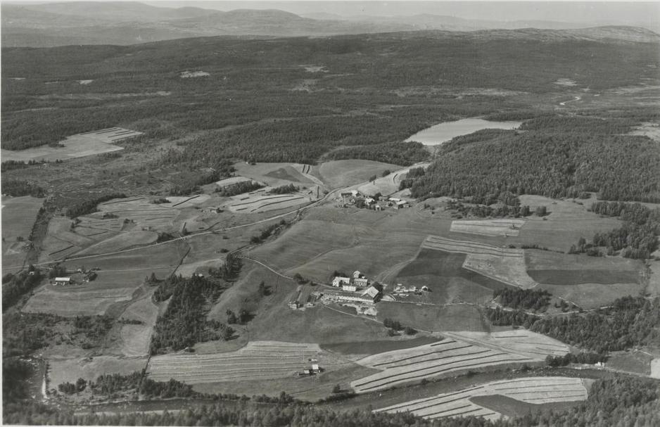 Lonåsen i 1951, med elva Lona som en av de større side elvene til Tunna.